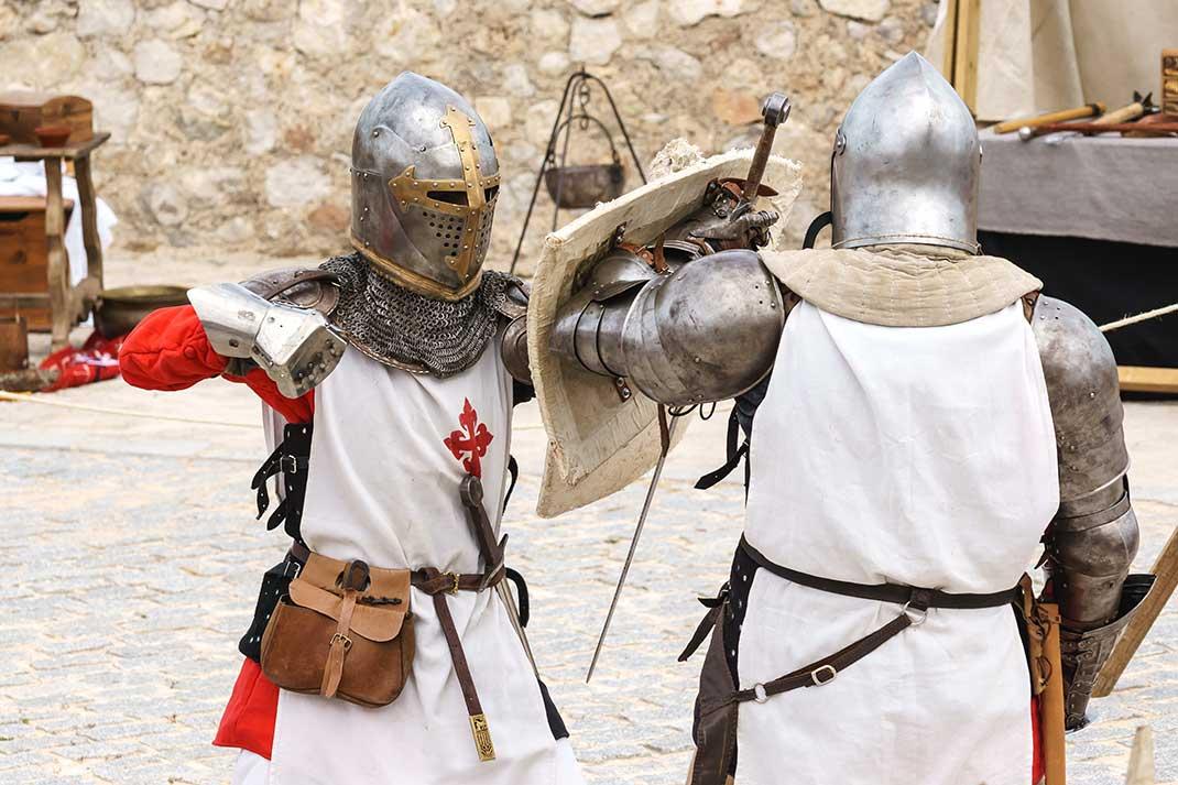 Ritterekämpfe gehörten zum festen Programm des Mittelalter-Festes in den Festungsmauern. In diesem Jahr fallen sie wegen Corona aus. Foto: Rüdiger Eichhorn